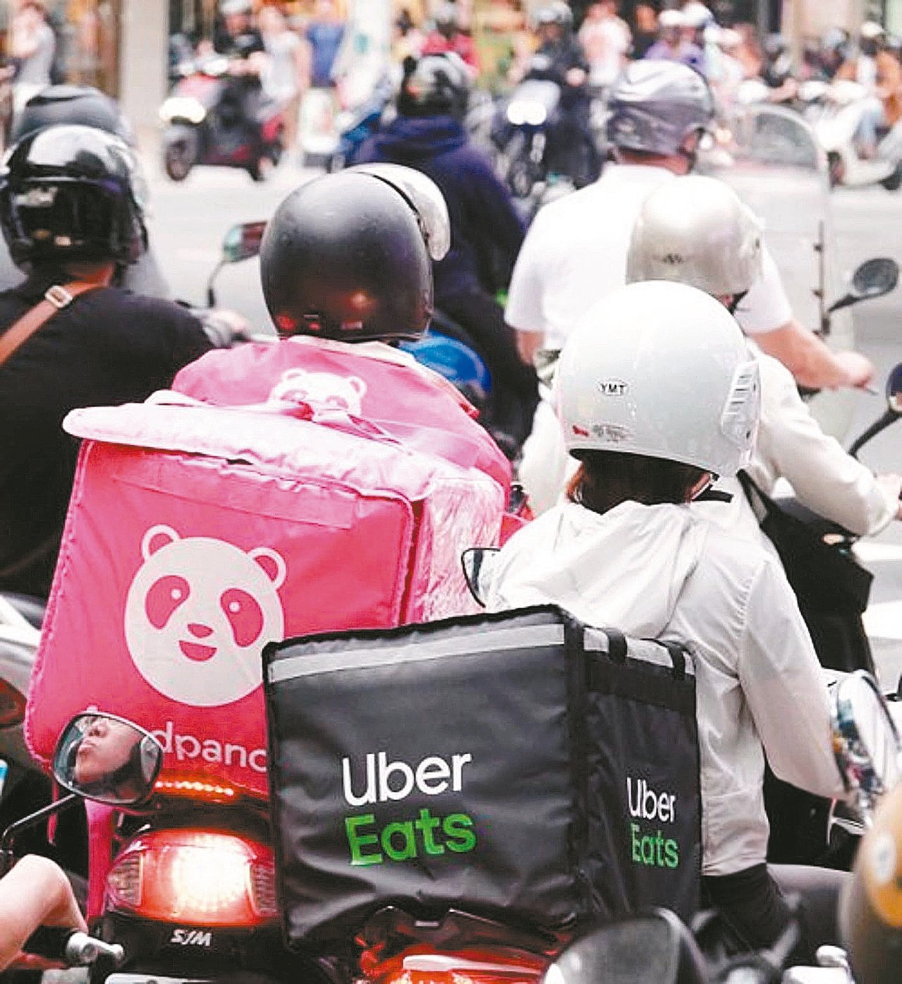 外送員滿街跑,成為台灣常見的風景,但大部分民眾都沒意願從事這項工作。 圖/聯合報...