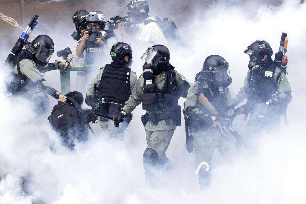 港警目前被證實發射了逾九千枚催淚彈,其中竟含戴奧辛(香港稱作二噁英),這種足以令...