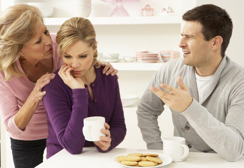一名女網友常常被婆婆指揮做事,沒想到丈夫竟回她「做好你的本份就好」,讓她聽了霸氣...