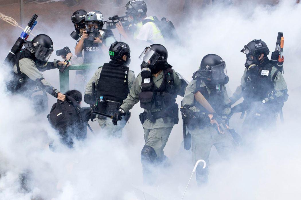 香港反送中抗爭5個多月,近期港府再次升高鎮壓力道,情勢急遽緊張。 圖/美聯社