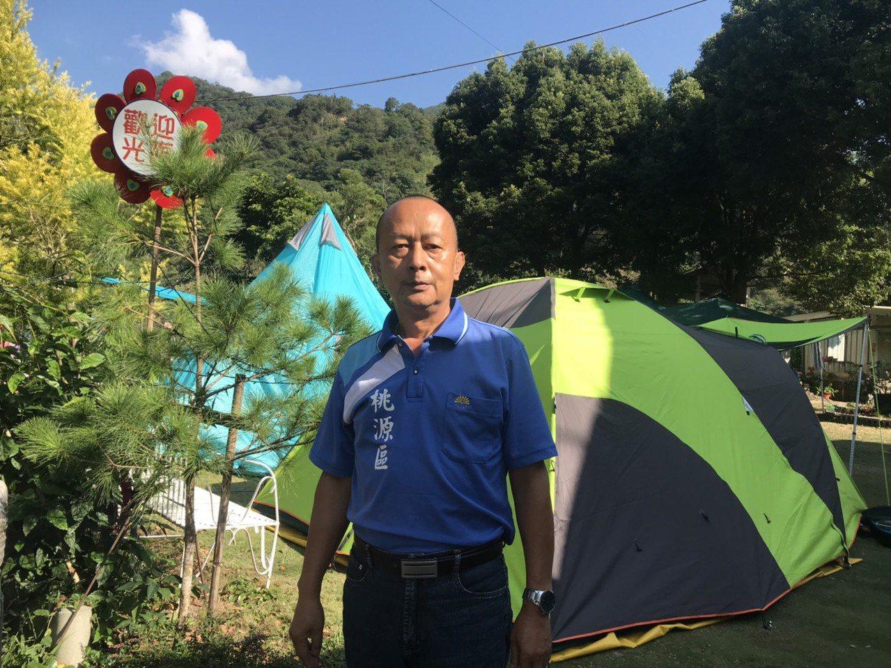 陳金山自高雄市警局退休,返回桃源山區經營露營區。 圖/徐白櫻攝影