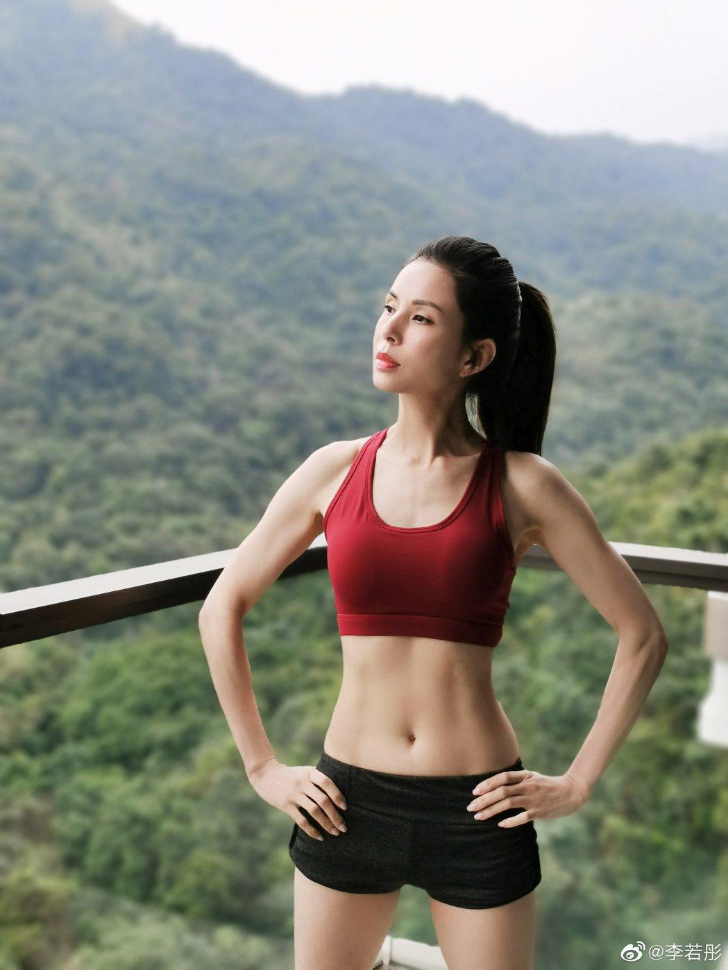 李若彤在微博分享健身成果。圖/擷自微博