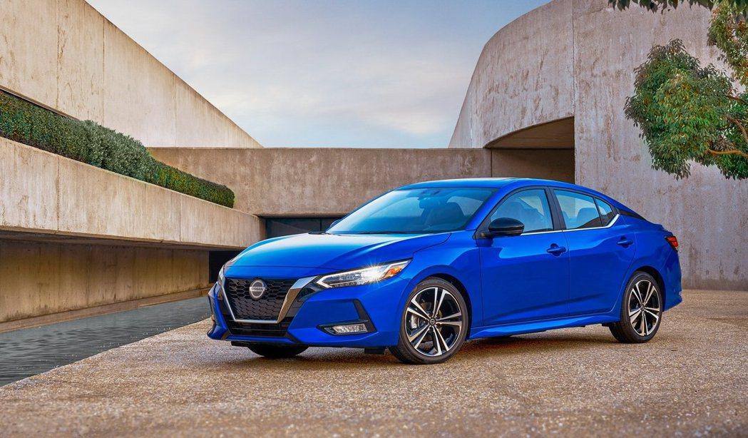 全新Nissan Sentra跳脫以往乖乖牌外型,蛻變為運動轎跑。 摘自Niss...