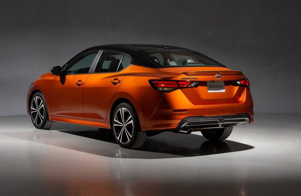 美規Nissan Sentra將後懸吊從扭力樑更換為獨立懸吊,對於車輛操控性將有...