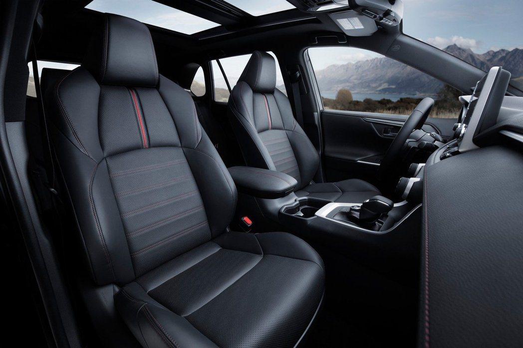 全新Toyota RAV4 Prime前排座椅。 摘自Toyota
