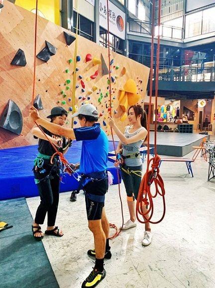 攀岩可運動又可維持關係增進感情。 Dapro攀岩場/提供