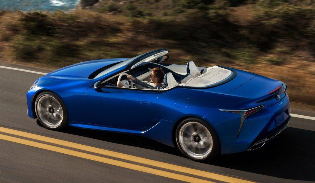 LEXUS LC 500 Convertible敞篷版本終於將在洛杉磯車展上現身...