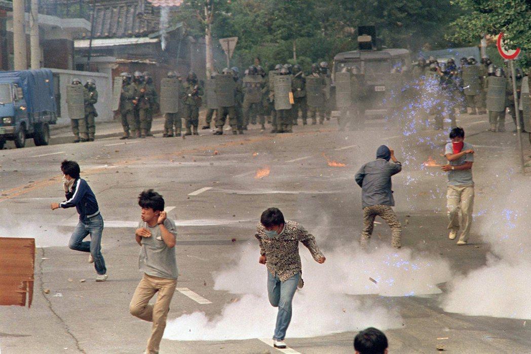 圖為南韓六月民主運動檔案照,攝於1987年6月,首爾西江大學。 圖/美聯社