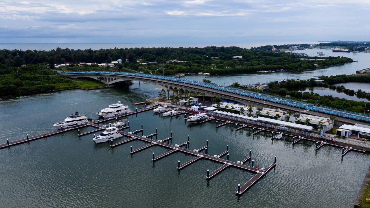 安平遊艇城開發案,亞果預計斥資68億元,與新加坡悅榕集團合作,希望將此區打造為全...