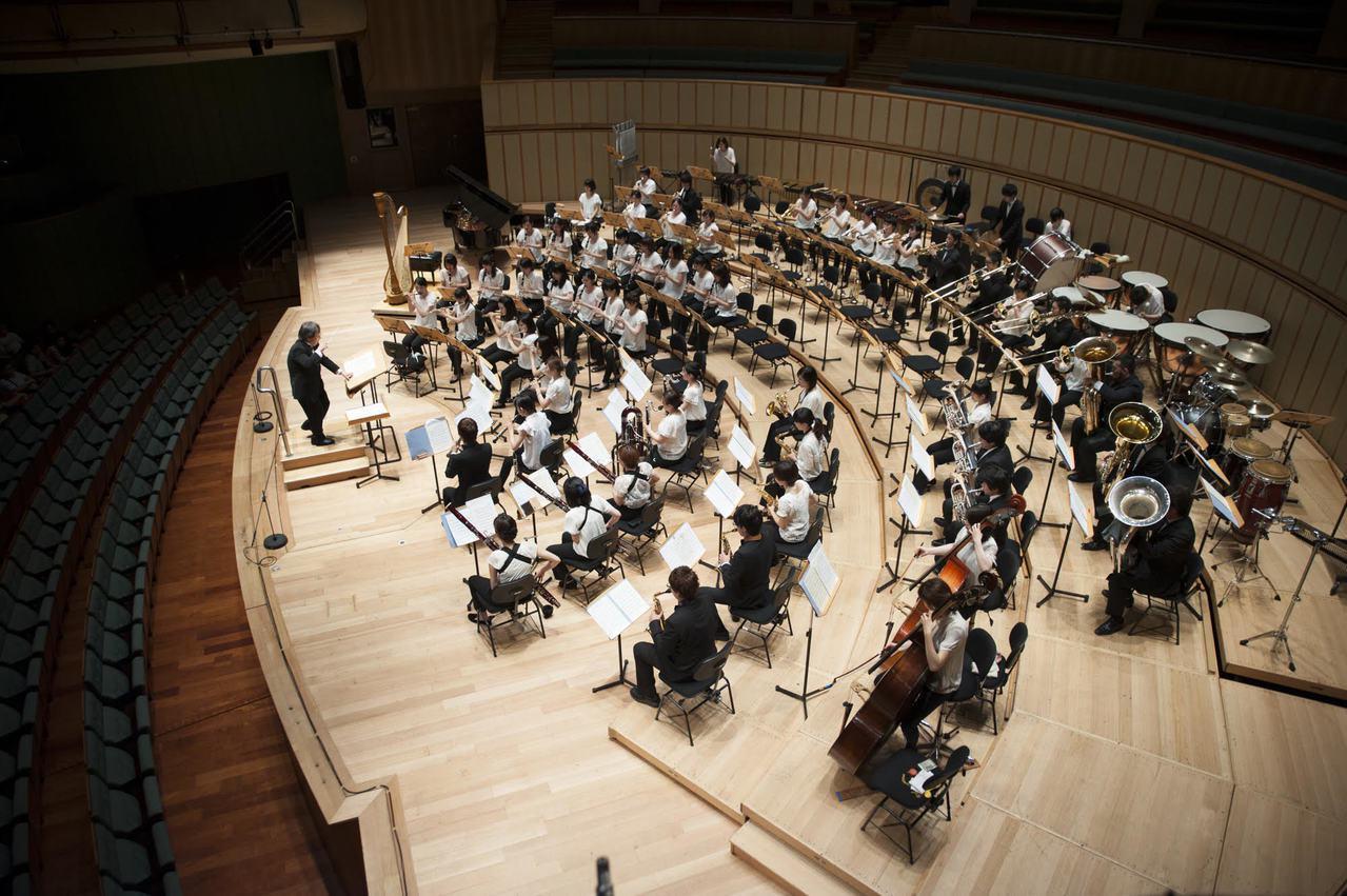 日本靜岡大學管樂團12月25日、27日各演出1場,其中27日票才開賣已售完,25...