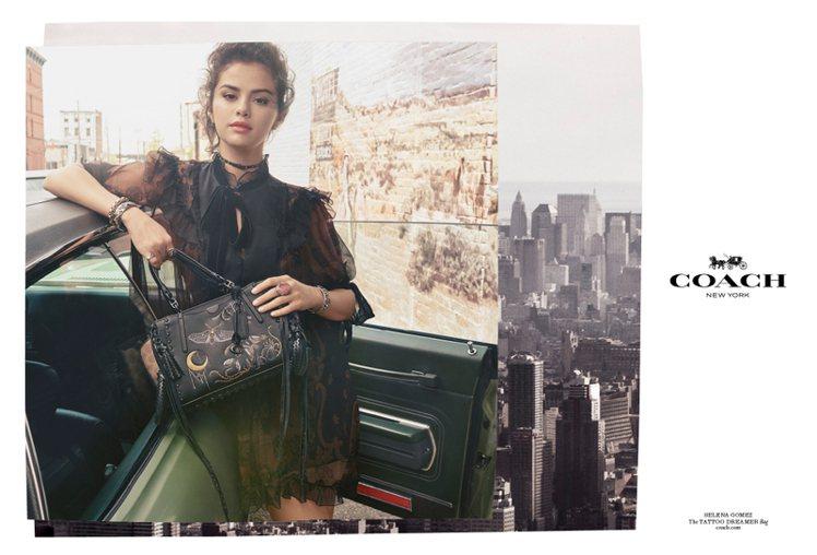 瑟琳娜戈梅茲拍攝COACH 2018 秋季系列形象廣告。圖/COACH提供