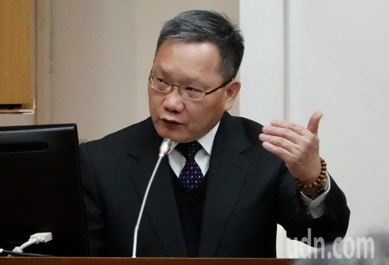 財政部長蘇建榮表示,由於廠商要跟經濟部提出實質投資計畫,落實本來就要一段時間,速...