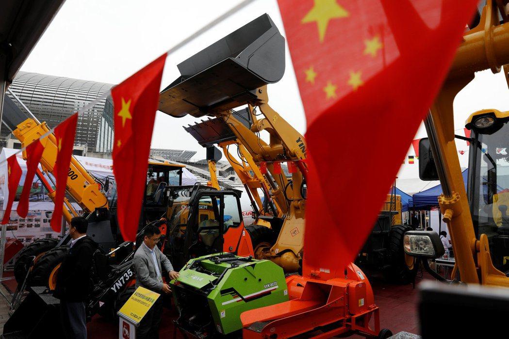 中國大陸的全球貿易霸權地位面臨挑戰。 路透
