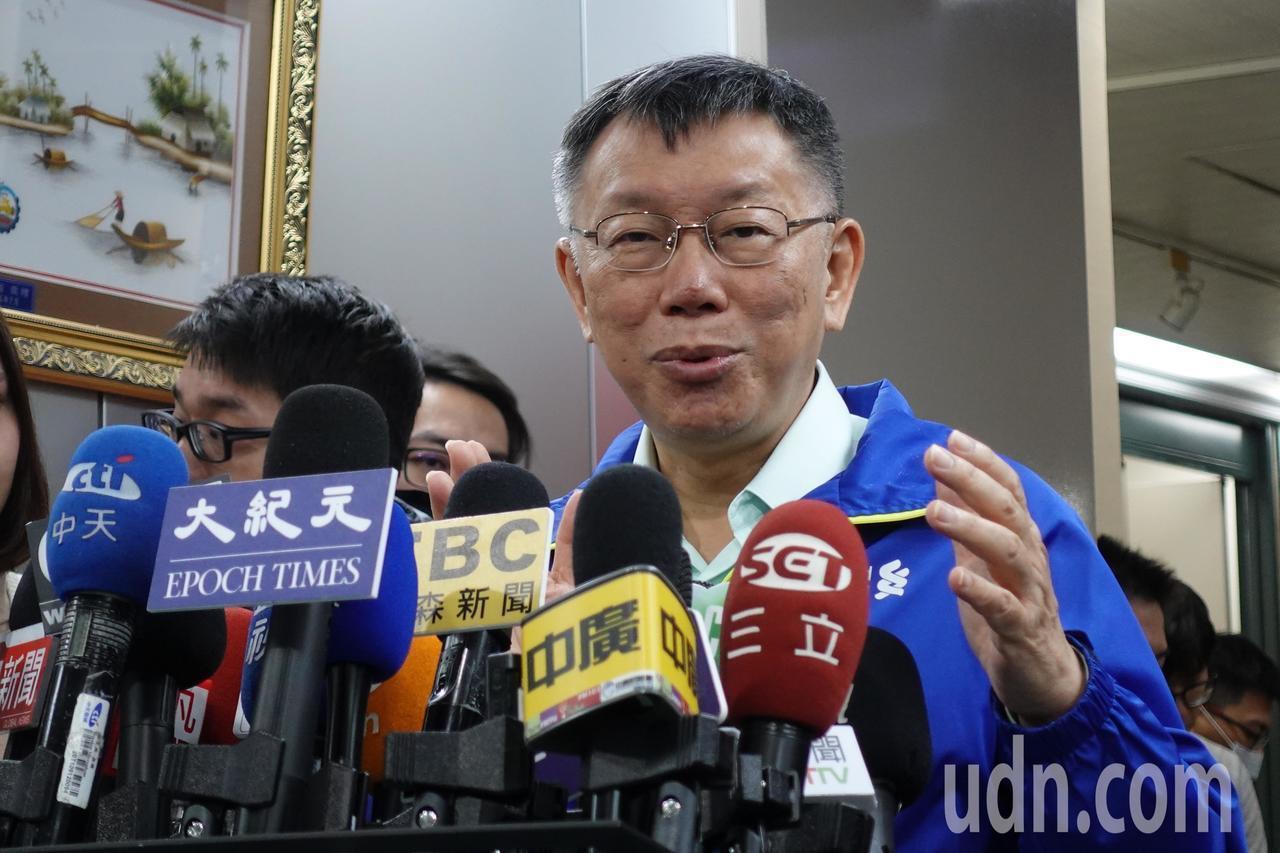 台北市長柯文哲主張市場管理應該現代化,家禽先在產地屠宰再冷鏈運送,不是整車活禽運...