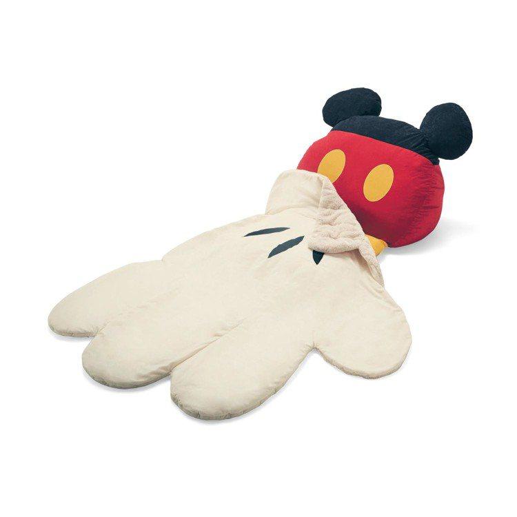 米奇變成懶人椅搭配棉被睡袋。圖/摘自bellemaison網站