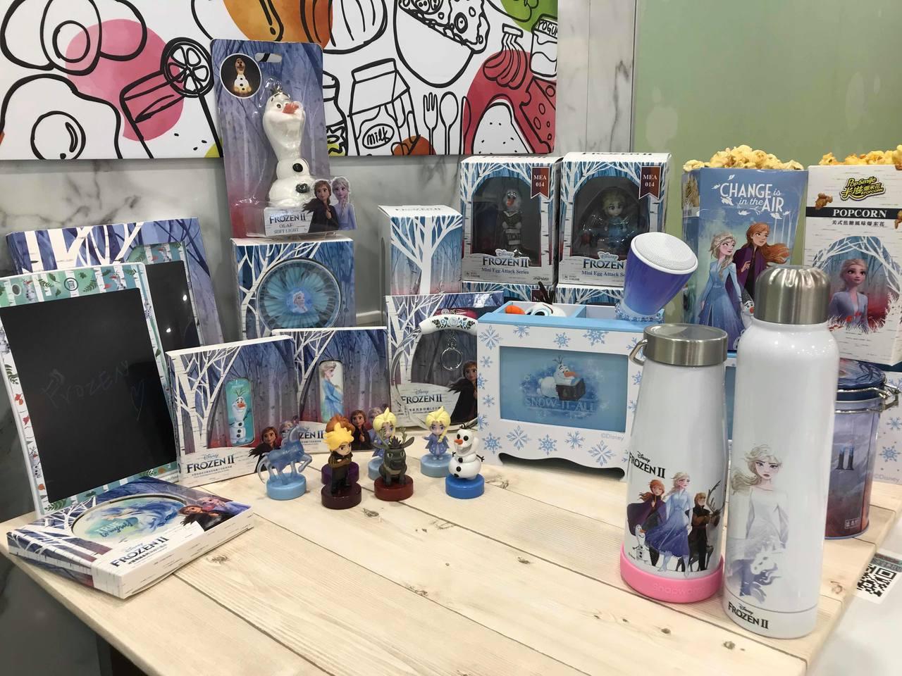 7-ELEVEN於11月20日起推出一系列《冰雪奇緣2》限量周邊商品。記者陳立儀...