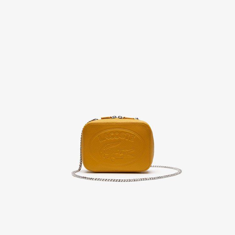 Croco Crew鱷魚壓紋黃色鍊帶包,售價6,980元。圖/LACOSTE提供