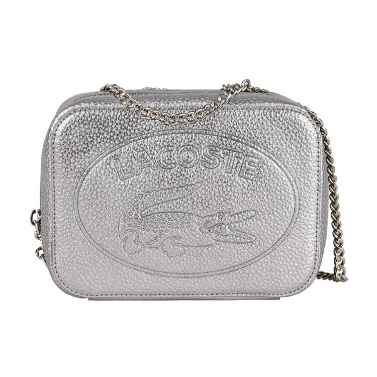 Croco Crew鱷魚壓紋銀色鍊帶包,售價6,980元。圖/LACOSTE提供