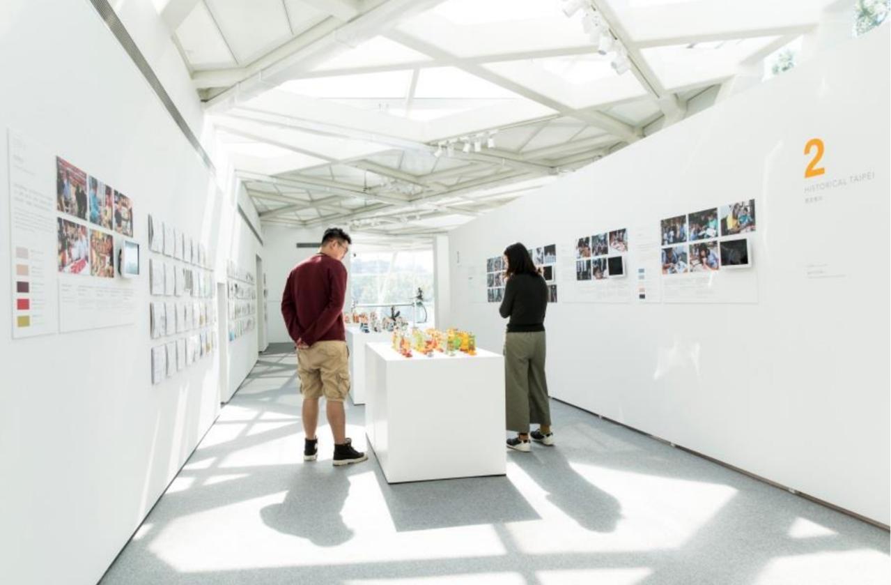「名所考現學.臺北色」展期即日起至12月15日,全展免票參觀,學生們利用地方上的...
