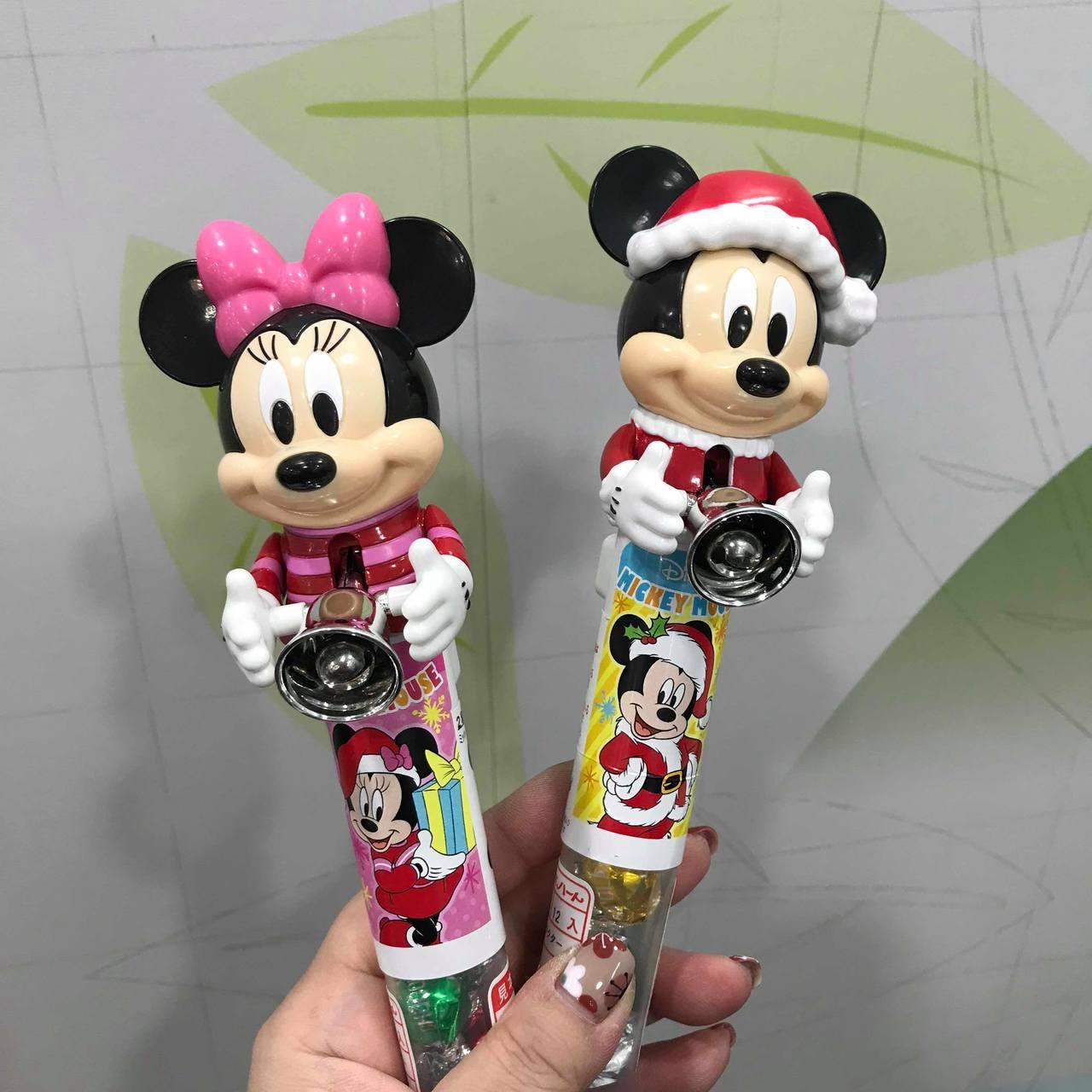 7-ELEVEN推出迪士尼耶誕巧克力鈴鐺棒,售價199元。記者陳立儀/攝影