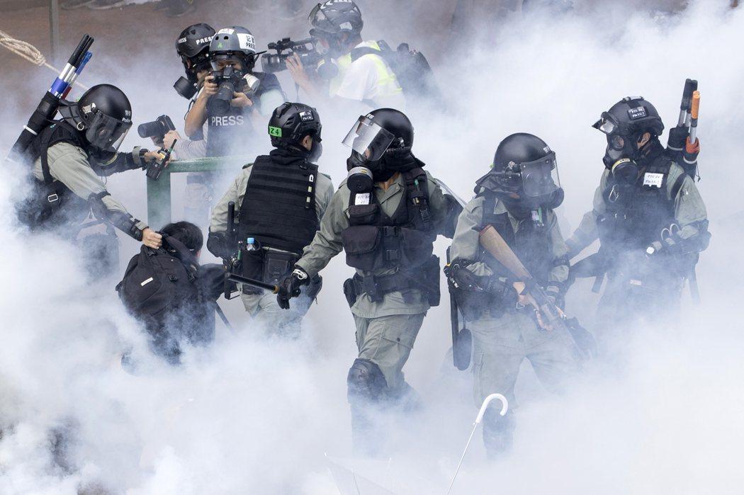 美國參院19日通過法案,禁止出售催淚彈、辣椒噴劑等鎮暴裝備給香港警察。美聯社