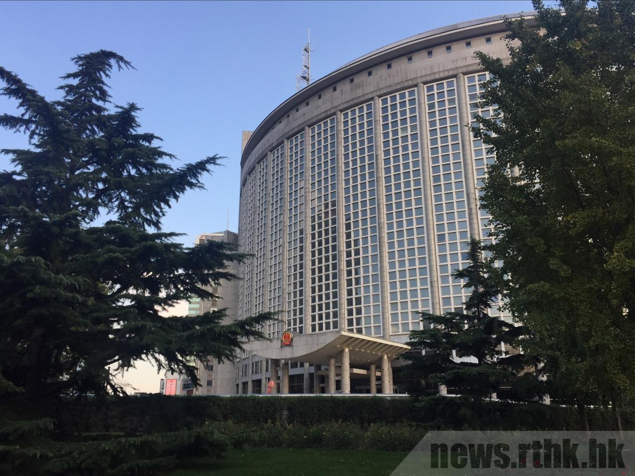 中共外交部敦促美方立即停止插手香港事務。(取自香港電台)