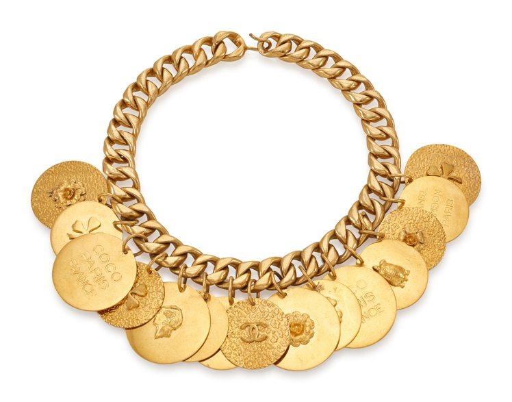 CHANEL,金色項鍊(預估拍價100-200歐元)。圖/香港蘇富比提供。