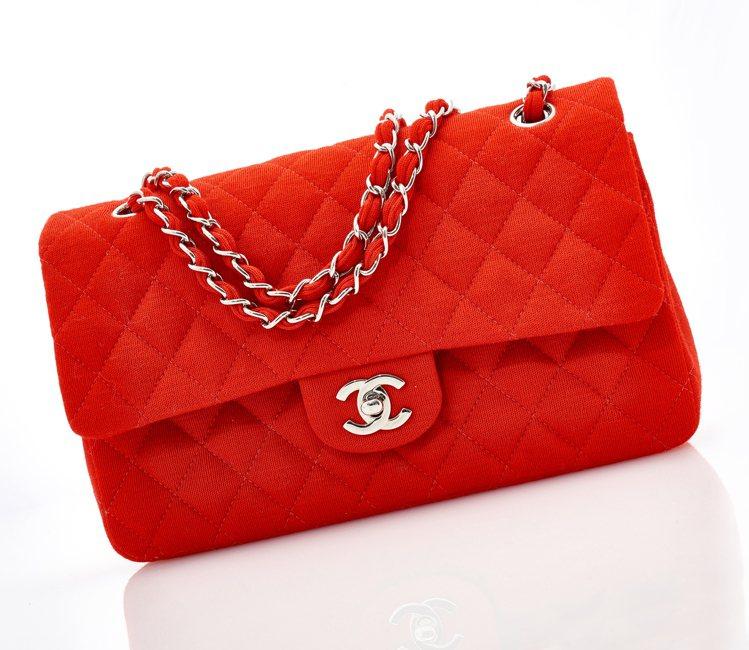 CHANEL,紅色Matalassè包(預估拍價1,500 – 2,500歐元)...