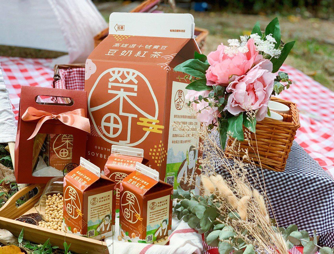 全新「榮町豆奶紅茶」強調使用非基改豆品製作,風味香醇奶香濃郁。記者徐力剛/攝影