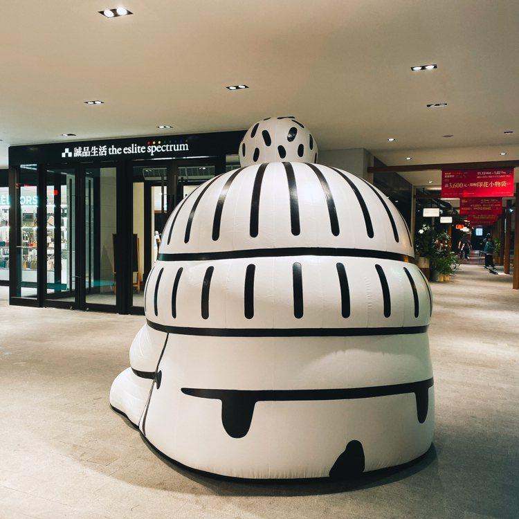 知名插畫家Abei超帥氣探頭「MASK BIG BOY」巨型聖誕裝置,即日起至2...