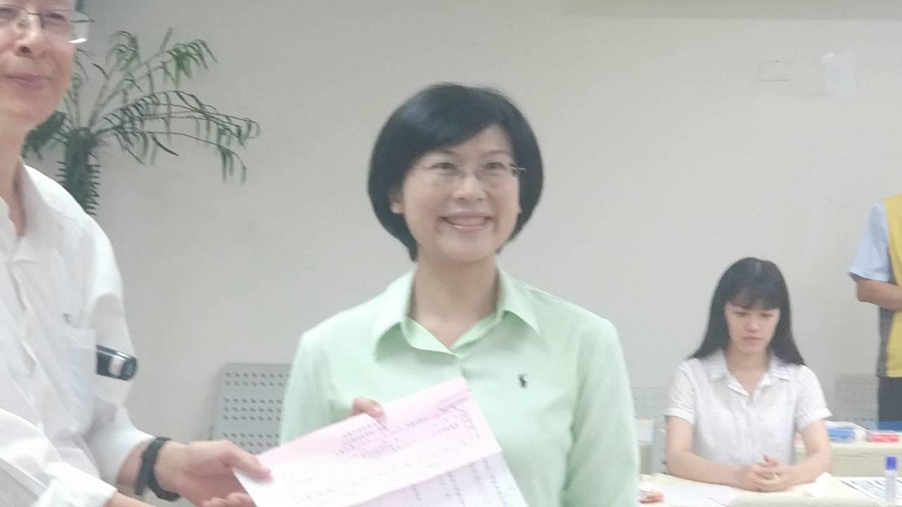 尋求連任的民進黨立委林岱樺下午完成登記參選。記者蔡孟妤/攝影