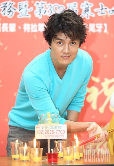 藝人吳克群出席台灣愛心運動「寒士吃飽30」。