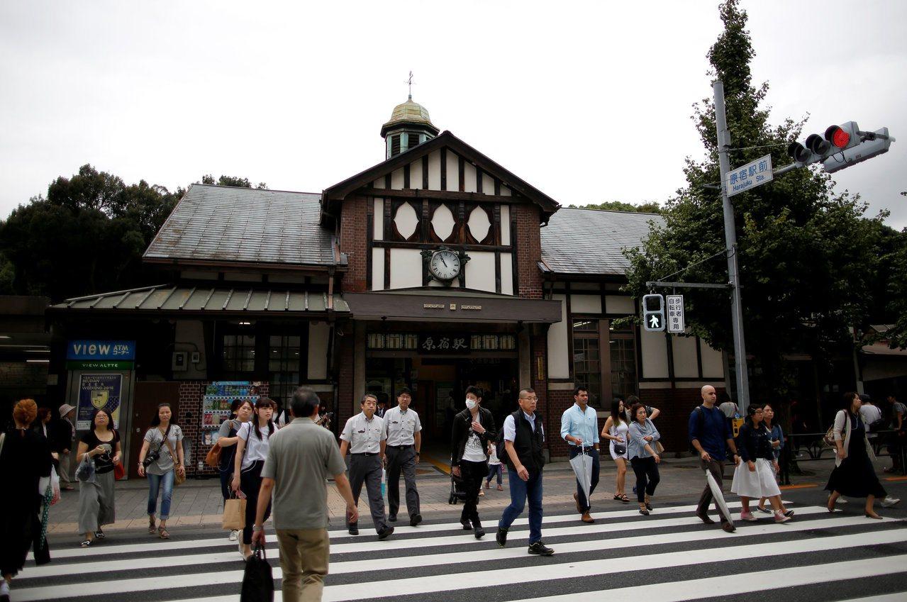 有95年歷史的東京原宿車站,將在明年東京奧運結束後拆除,改以緊鄰的新站取代。(路...