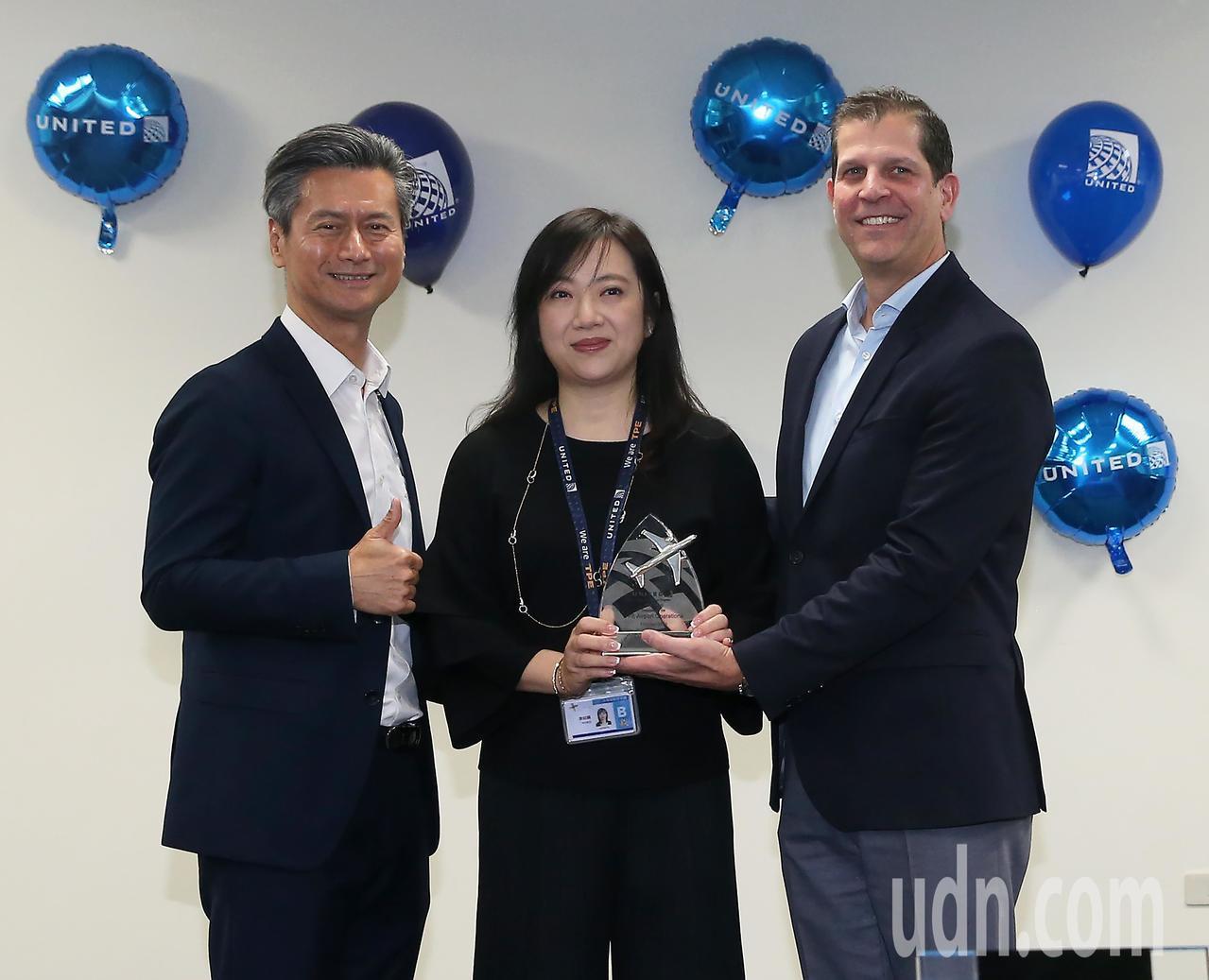 美國聯合航空公司台北站經過公司內部評比,榮獲亞洲首座安全卓越銀牌獎,聯合航空公司...