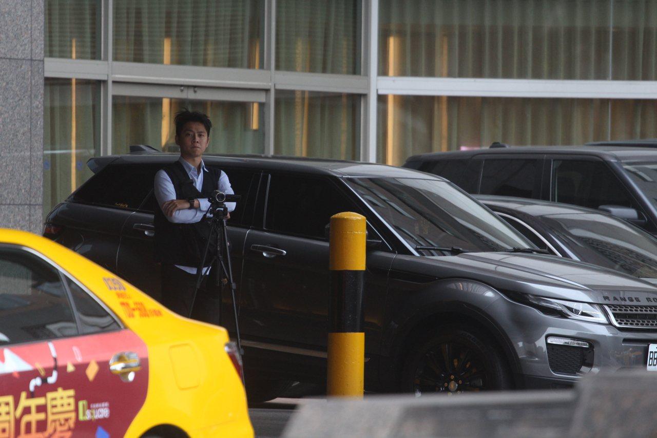 警方表示,包含台北市刑警大隊、特勤中隊、轄區分局在內,共派60員警力協助監控、蒐...