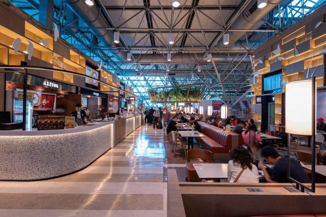 滿足國門機場餐飲服務的品質與需求,昇恆昌多次尋訪台灣在地知名美食業者,以嚴格食安...