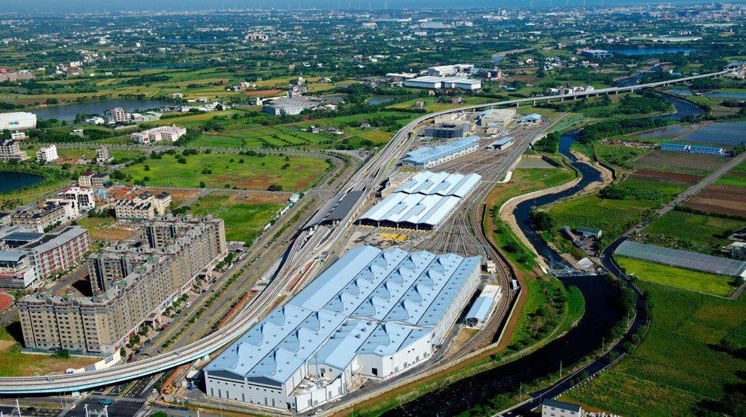 昱鼎桃捷青埔機廠太陽光電系統建置所在地俯瞰圖,預計2020年6月完工,年發電量約...