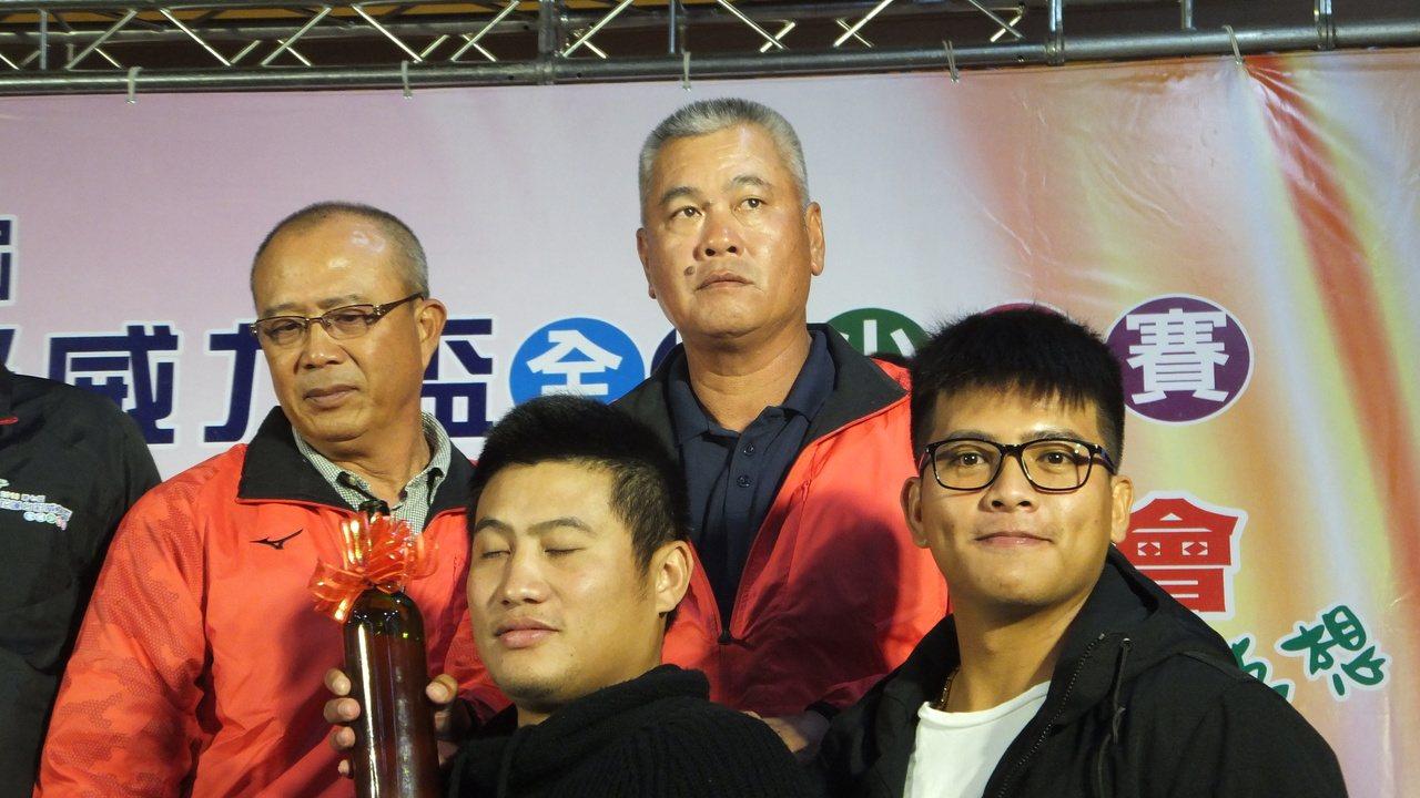 前兄弟象隊總教練王光輝(圖上)談到王威晨在世界12強賽的表現,認為表現真的不錯。...