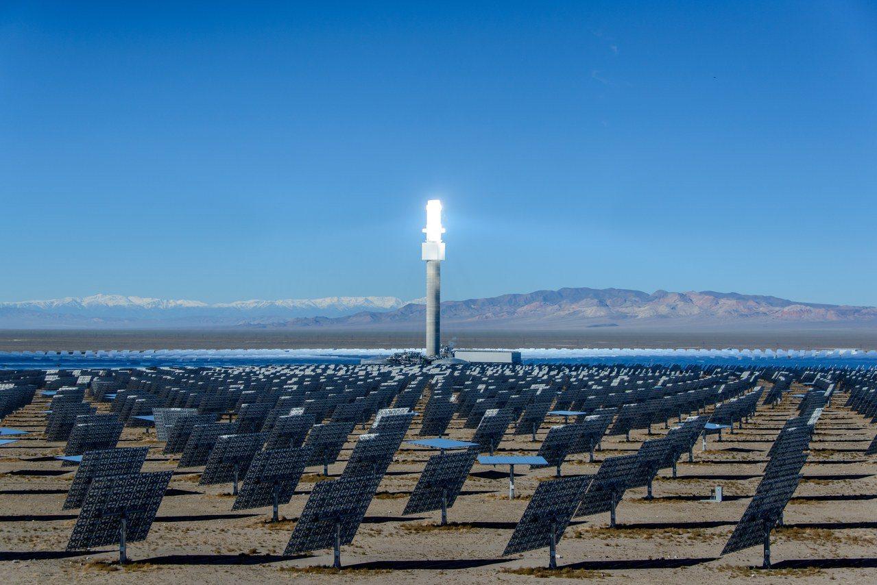澳洲兩大億萬富豪聯手投資一項計畫,希望能將澳洲太陽能電力出口至新加坡。圖為澳洲太...