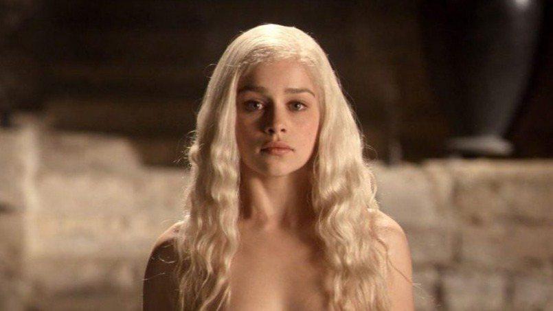 「龍母」丹妮莉絲的女星艾蜜莉亞·克拉克(Emilia Clarke)透露當初拍「...