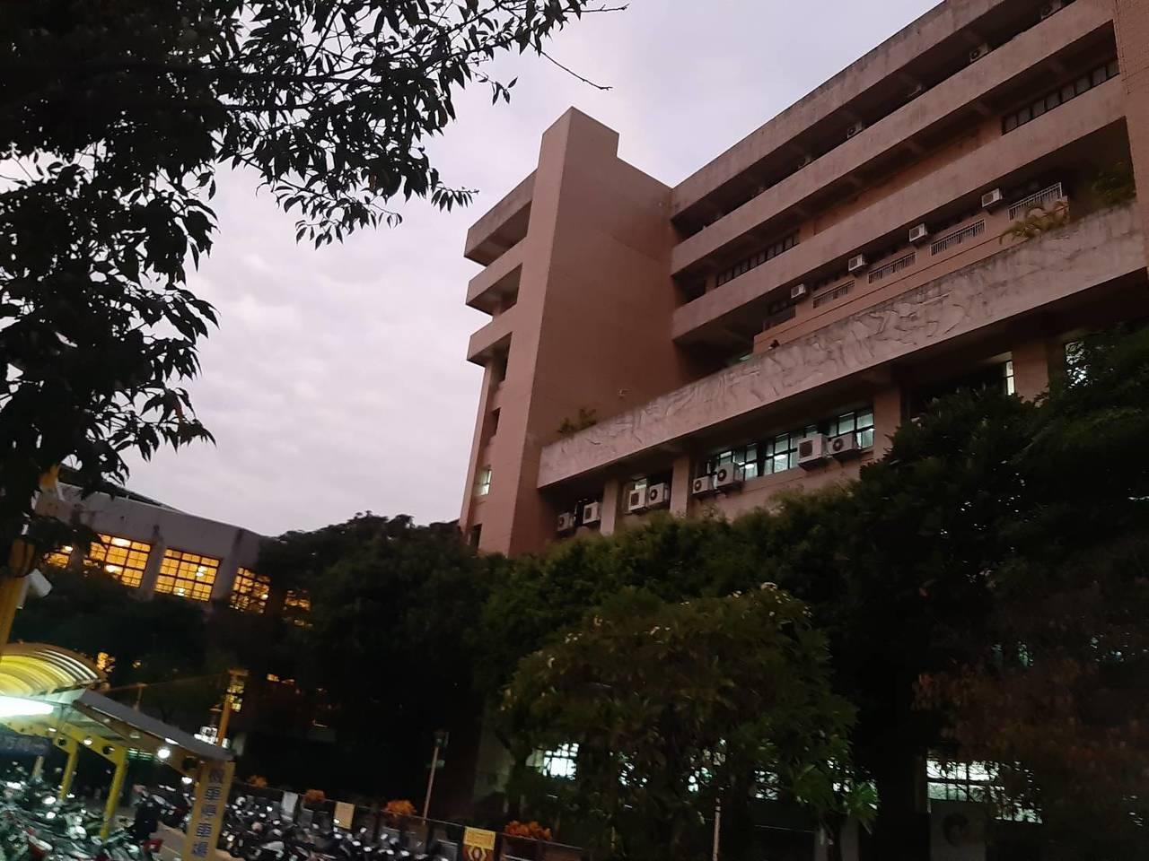 台中科技大學今傍晚驚傳墜樓案,一男子從中正大樓墜下,經送醫急救仍傷重不治。圖/民...