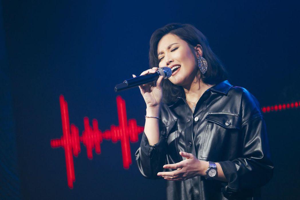 A-Lin昨晚首唱新歌「旅.課」。圖/YouTube提供