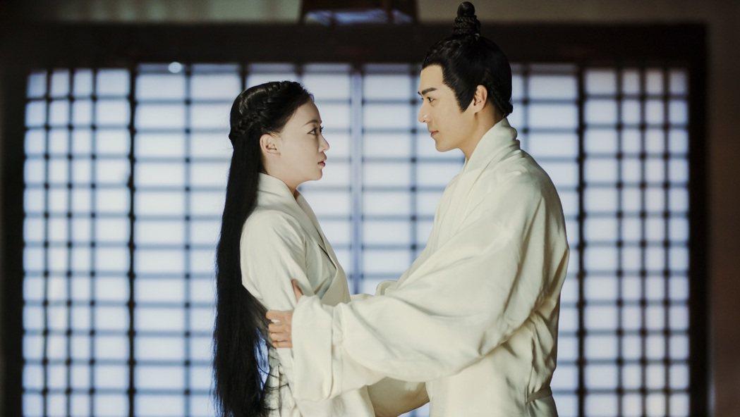茅子俊(右)和吳謹言合作「皓鑭傳」。圖/八大提供