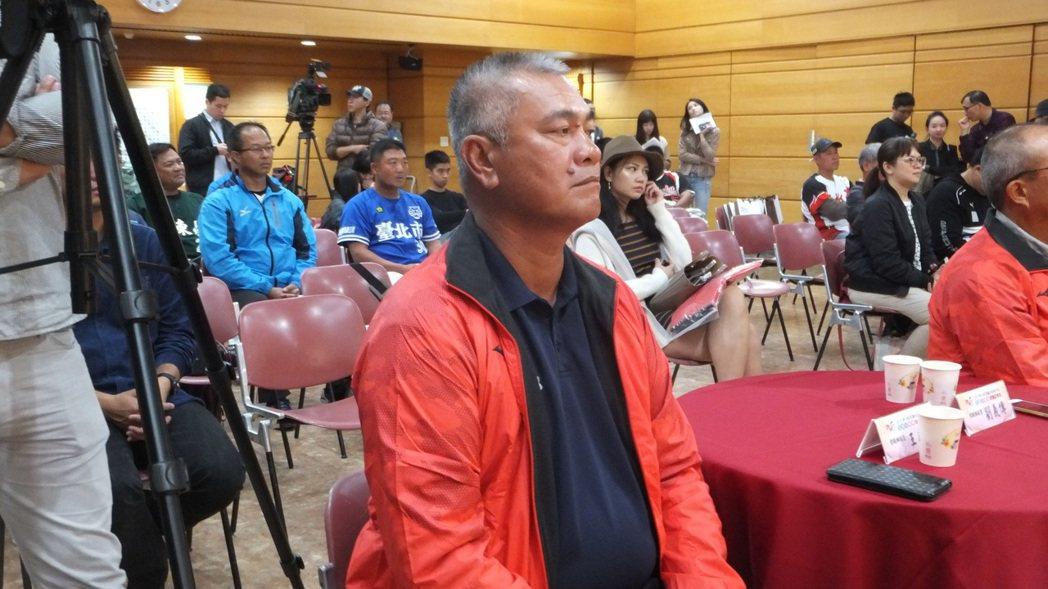 王光輝為兒子王威晨感到驕傲,希望他的職棒之路走得平順。記者藍宗標/攝影