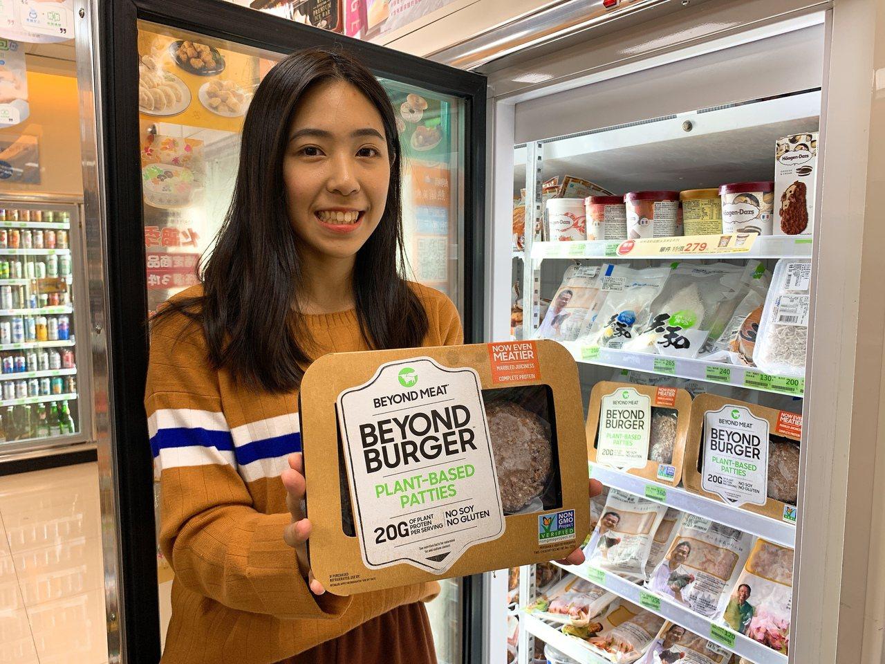 即日起全家便利商店引進素肉大廠「Beyond Meat未來漢堡排」(售價499元...