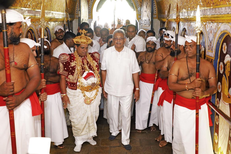 """""""斯里兰卡总统任命亲哥哥为新总理""""的图片搜索结果"""