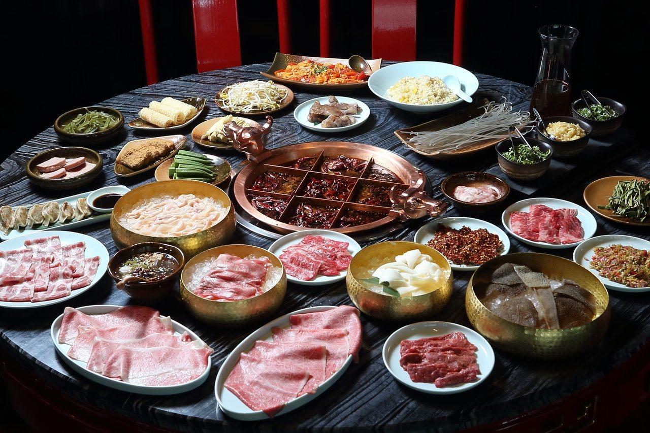麻辣45是全台最高麻辣鍋餐廳,湯底使用100%的和牛牛油製作。記者陳睿中/攝影