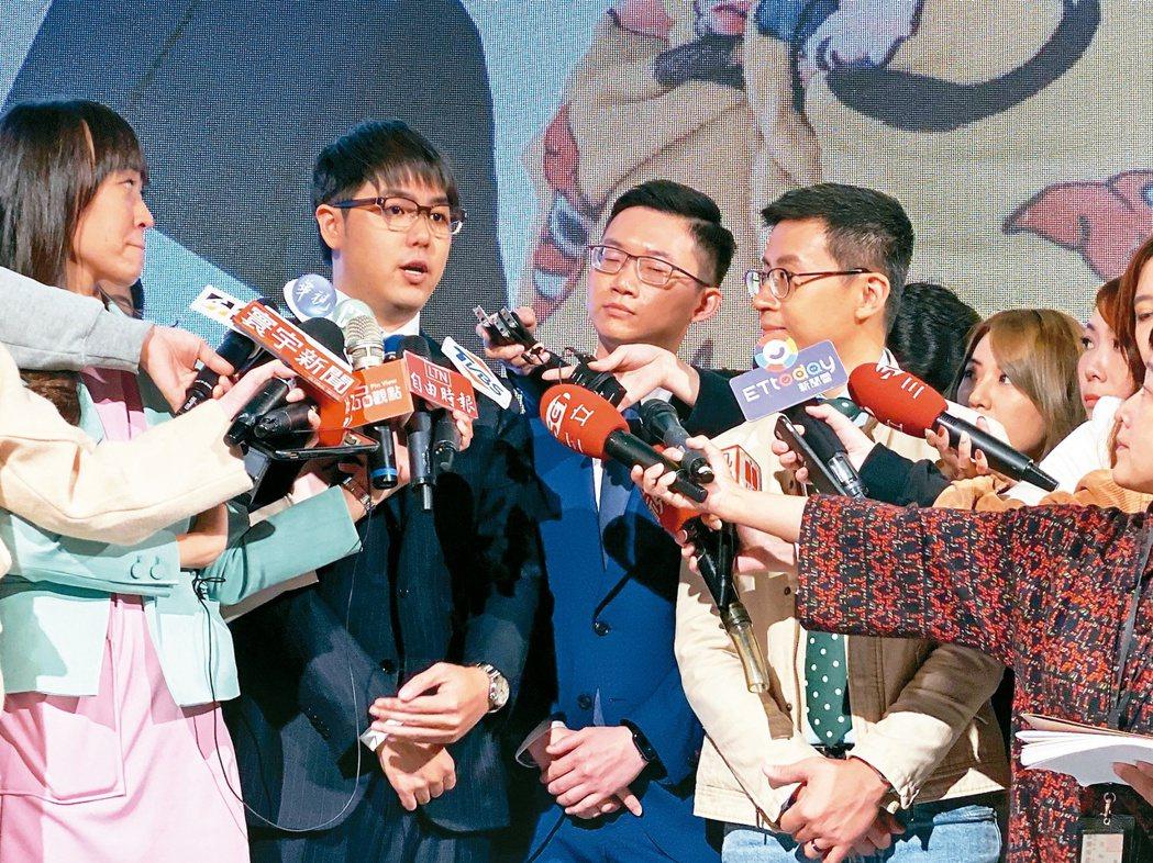北市議員「呱吉」邱威傑與網紅志祺七七、視網膜組成「歡樂無法黨」,日前舉辦創黨大會