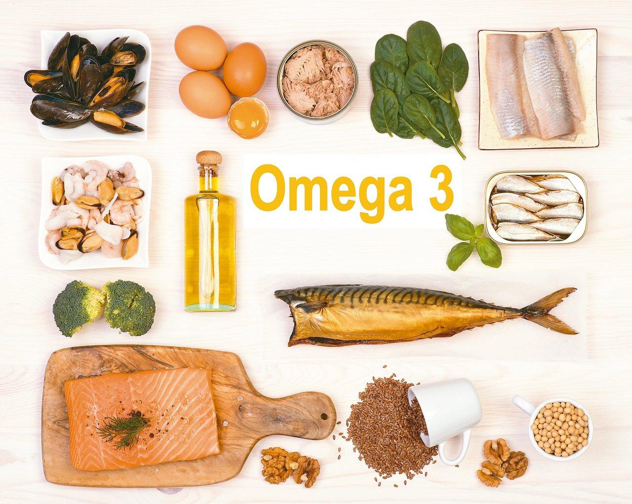 富含Omega-3脂肪酸的食物,鮭魚、鮪魚、鱈魚、鯖魚等魚類來源優於植物。 圖/...