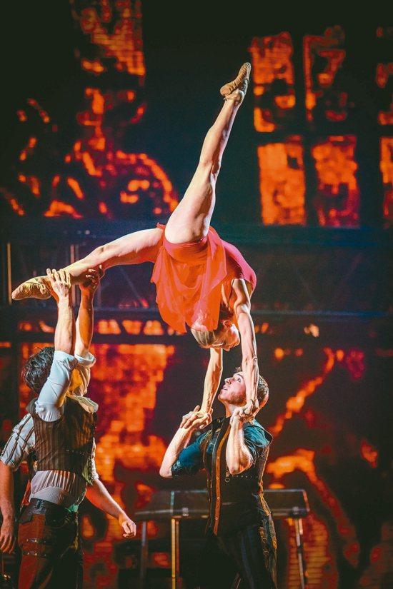 加拿大國寶級新馬戲天團「幻光馬戲團」確定加入「歌舞冰上」演出,今起全面啟售。 圖...